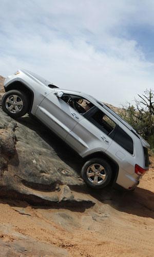 Новый Jeep® Grand Cherokee назван «Лучшим Внедорожником Года» на конкурсе «Internet Truck of the Year» JP011_094GC_m
