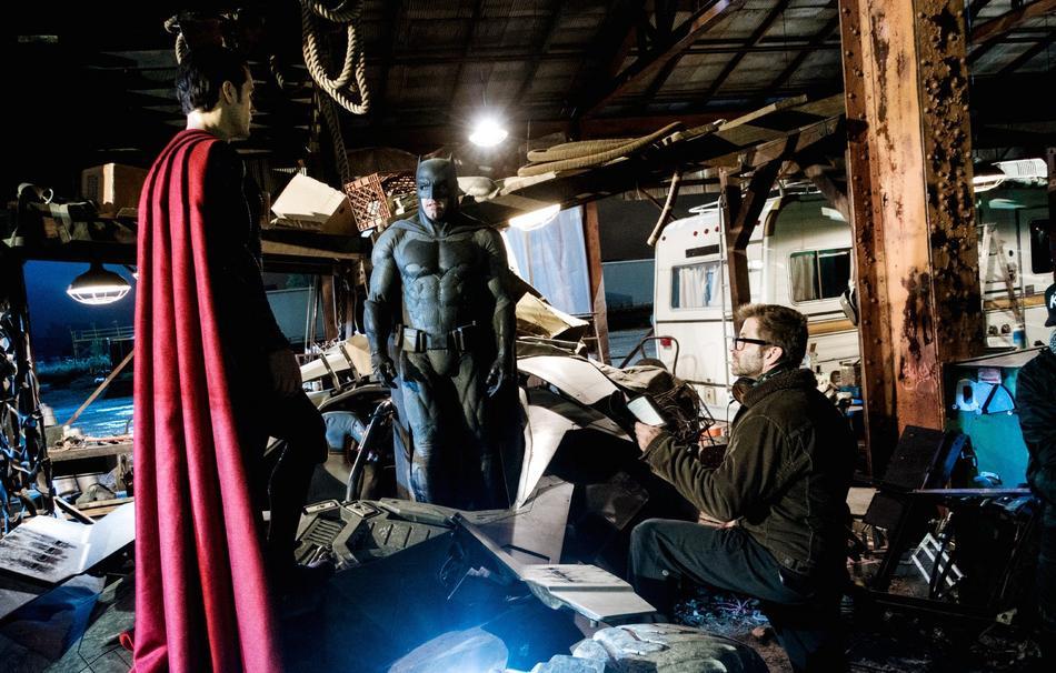 [CINEMA] [Tópico Oficial]Batman v. Superman - Barbara Gordon confirmada! - Página 16 Ben-affleck-batman-henry-cavill-superman-empire-bts-146096