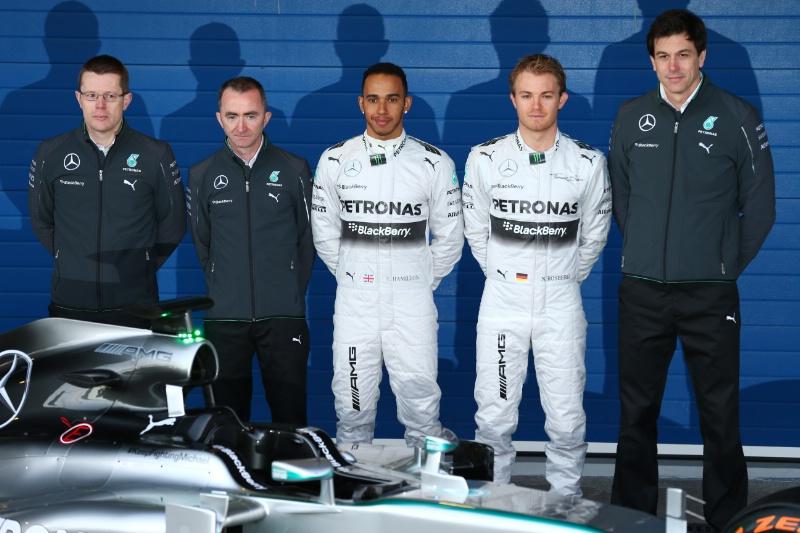 ¿Cuánto mide Lewis Hamilton? - Estatura y peso - Real height PAPhoto4srl_566411