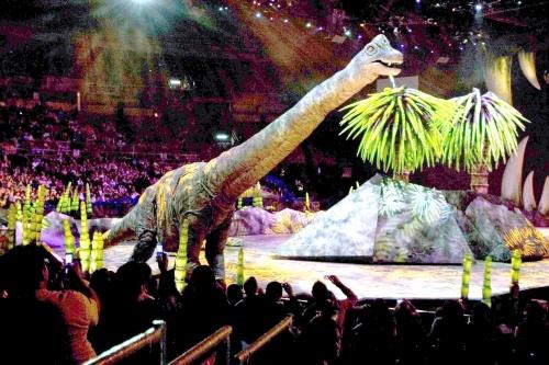 """2009-12-11. [ NOTA ] Edith y Constanza en """"Caminando con dinosaurios"""" 172363"""