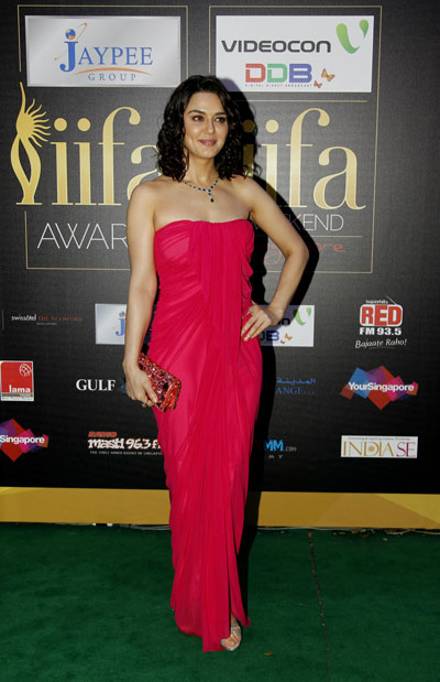 Alfombra verde de los premios iifa 2012 WOMAN16