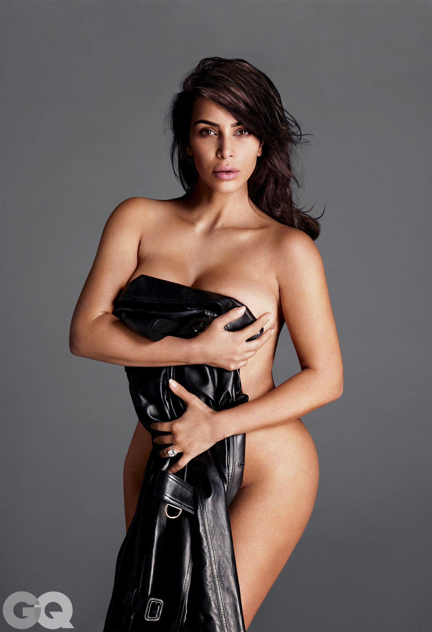 Nove fotografije gole Kim Kardashian  Kk-gq-0716-watermark-12