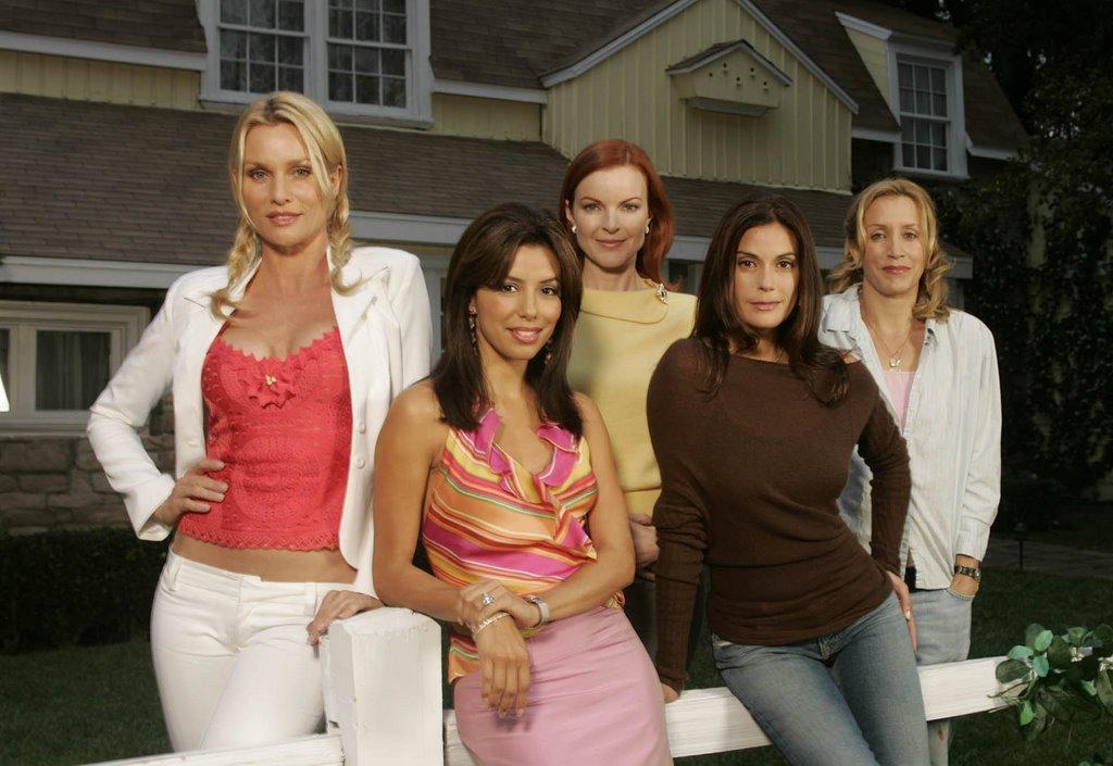 صور لمسلسل desperate housewives Desperate-Housewives-700256