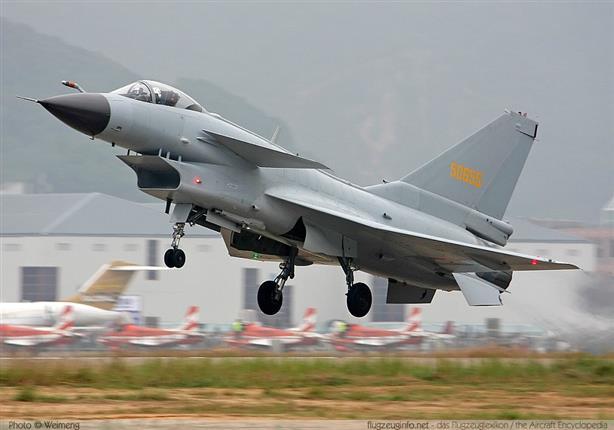 صحيفة: الصين بصدد إبرام صفقة لبيع ١٥٠ طائرة مقاتلة لإيران 2015_8_13_16_53_0_19