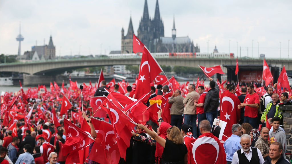 panislamisme ou la guerre de 1400 ans Cologne-manif-pro-erdogan