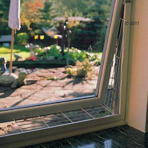 Resumen de ideas para mosquiteras y redes ventanas y balcón para gatos. 3581_kippfensterschutzgitter_03_2011_6