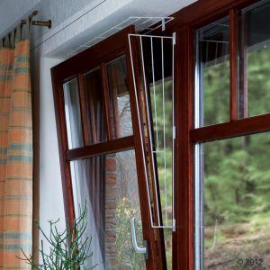 Resumen de ideas para mosquiteras y redes ventanas y balcón para gatos. 3581_trixie_schutzgitter_fuer_kippfenster_09_2012_7