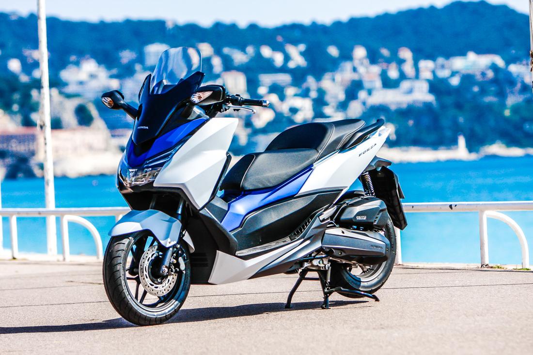 Essai Honda Forza 125 : Premier avis ! Honda-forza-125-2015-11