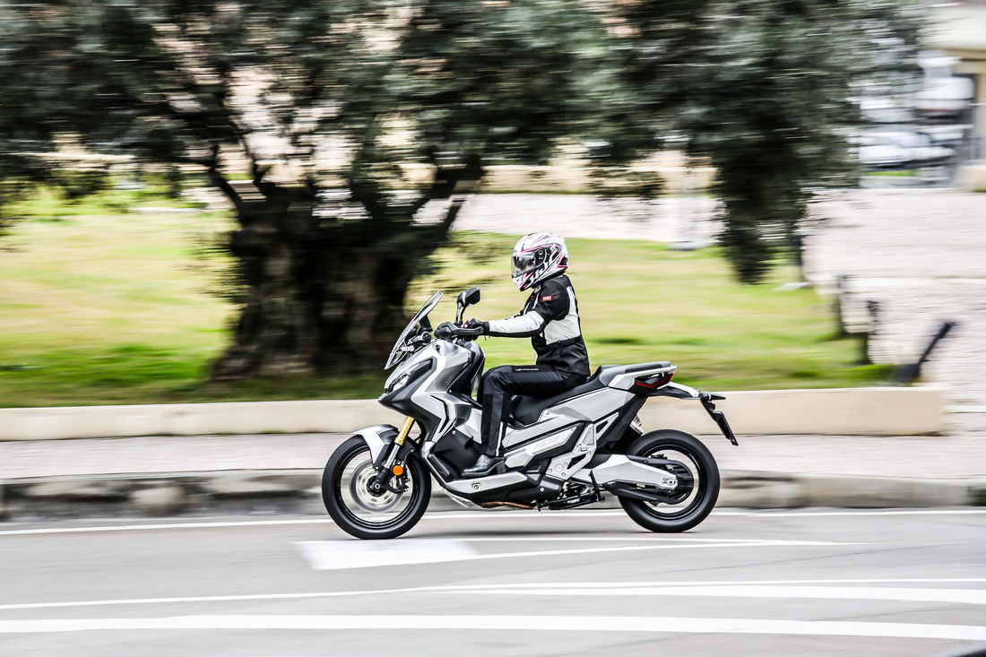 Integra X-ADV un Scoot- Trail Honda très attachant - Page 5 Honda-x-adv-750-2017-09