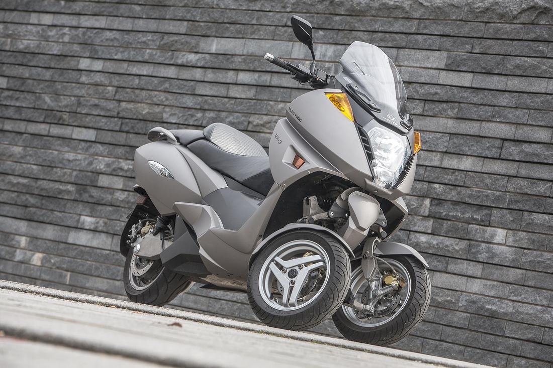 Nouveau Vectrix VX-3 Li+ : le scooter GT électrique se met sur 3 roues en 2012 2-sta2_VECTRIC_VX-3_328A7879