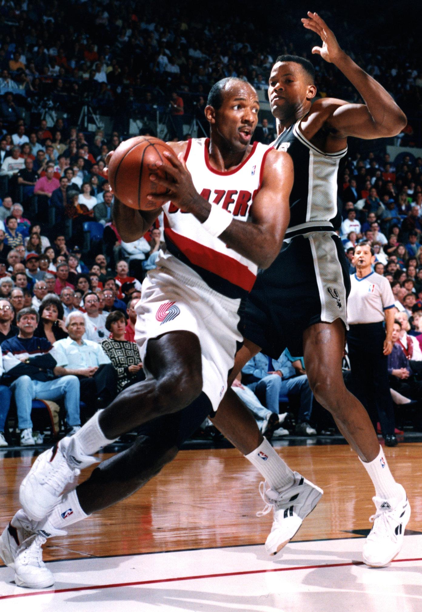 BASKET  NBA-EUROPA  ...... como los 80 na de na !!!!!!  - Página 2 Clyde-drexler-112cd83bcc996b0e