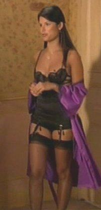 Femmes pas très vêtues non plus Victoire-belle-vie-photos-sexy-lingerie-L-3