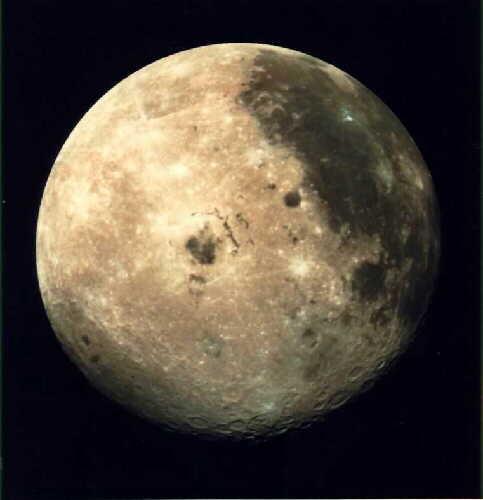 Info ou intox: Etranges structures et phénomènes sur la Lune - Page 2 Mysteres-lune-anomalies-observations-troublan-L-24