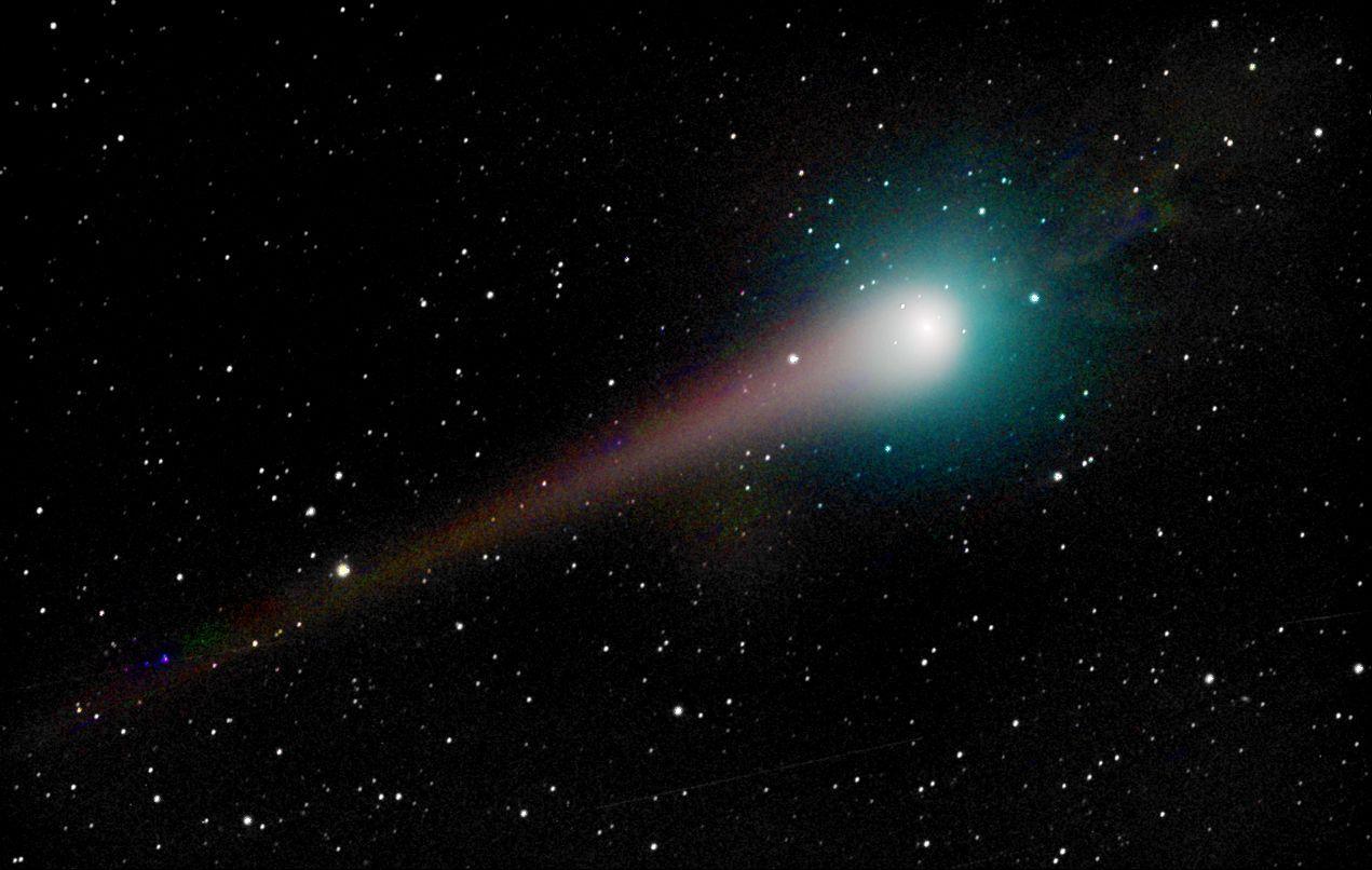 les plus belles photos de l'univers - Page 2 Pluie-photos-comete-lulin-L-2