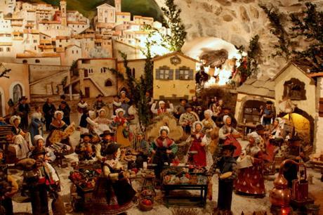 Les crèches de Noël 2015 Petit-rituel-famille-circuit-creches-luceram-L-6L2fSf