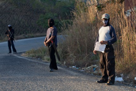 Guerrero - Grupos de autodefensa en Mèxico.Noticias,comentarios,fotos,videos. Pf-1998130131-comuni-md2-c-440x293