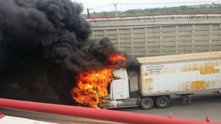 Reportan enfrentamientos en Tamaulipas Reportan-enfrentamientos-bloqueos-e-incendios-en-Tamaulipas-440x248