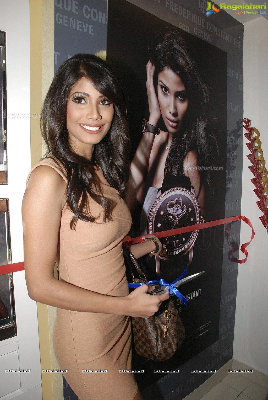 Official thread of MISS EARTH 2010 - Nicole Faria (India) - Page 4 Nicole-faria-launches-frederique-constant16
