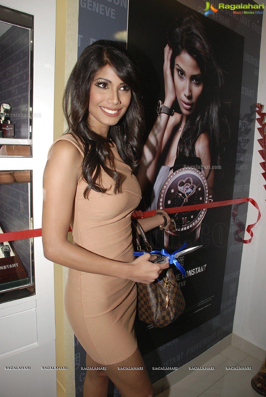 Official thread of MISS EARTH 2010 - Nicole Faria (India) - Page 4 Nicole-faria-launches-frederique-constant17
