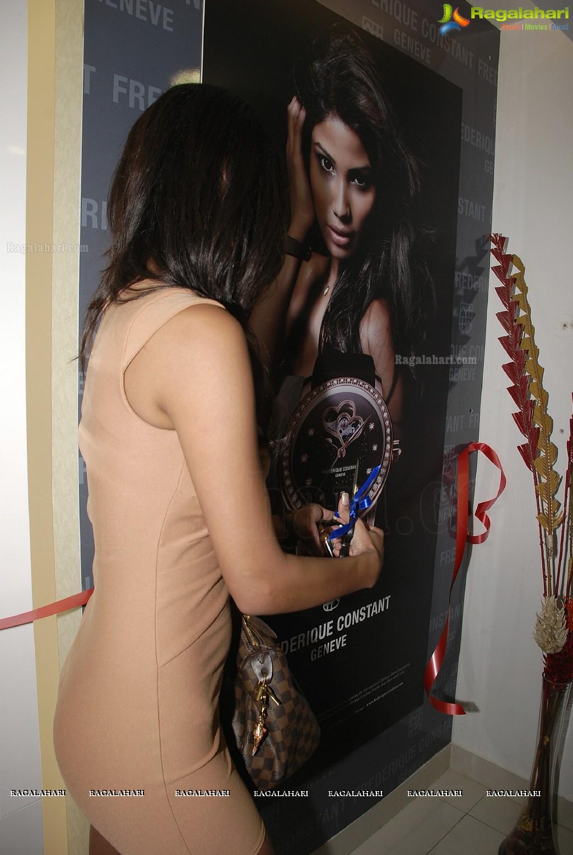 Official thread of MISS EARTH 2010 - Nicole Faria (India) - Page 4 Nicole-faria-launches-frederique-constant18