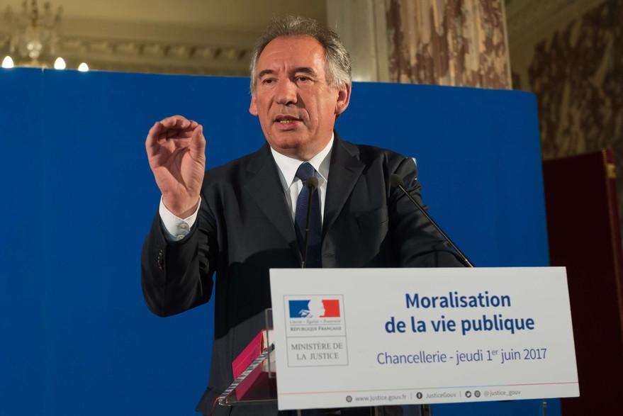 Qui est Emmanuel Macron ? - Page 2 7788815541_francois-bayrou-a-devoile-les-grandes-lignes-du-projet-de-moralisation-de-la-vie-publique-jeudi-1er-juin