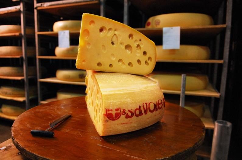 La Suisse a enfin percé le mystère des trous dans les fromages 7778526169_emmental-de-savoie-image-d-illustration