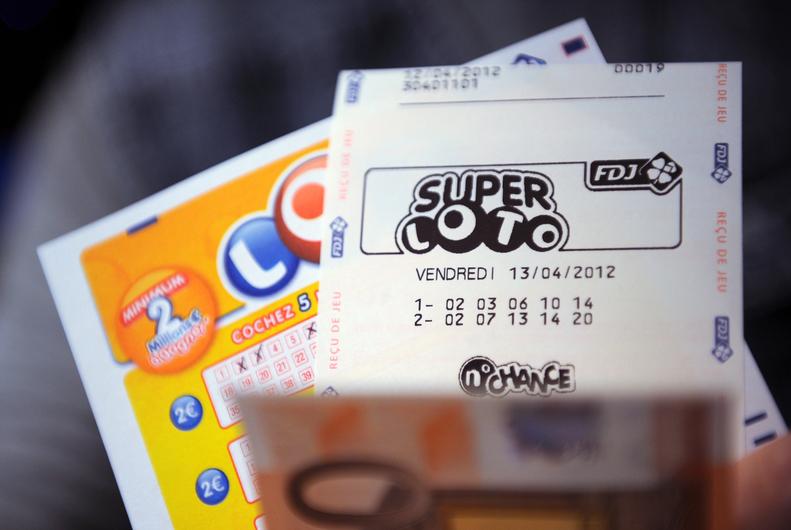 Prier pour gagner à la loterie est-ce permis selon vous ? - Page 7 7767843592_l-occasion-du-super-loto-du-vendredi-13-decembre-la-francaise-des-jeux-propose-une-cagnotte-de-13-millions-d-euros-minimum