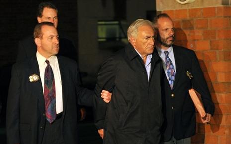 DSK inculpé... - Page 3 7686708596_le-patron-du-fonds-monetaire-international-avait-l-air-fatigue-lors-de-sa-sorti-du-commissariat
