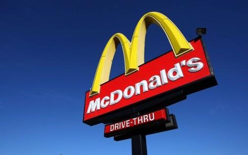 McDonald's : soupçons d'évasion fiscale pour un montant de 2,2 milliards d'euros 7769026644_un-fast-food-mcdonald-s-a-san-francisco-en-californie-le-9-fevrier-2009-illustration