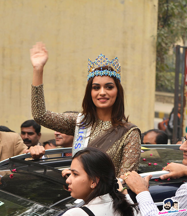 The Official Thread of Miss World 2017 ® Manushi Chhillar - India - Page 2 Manushi-chhillar-road-show-in-delhi-10