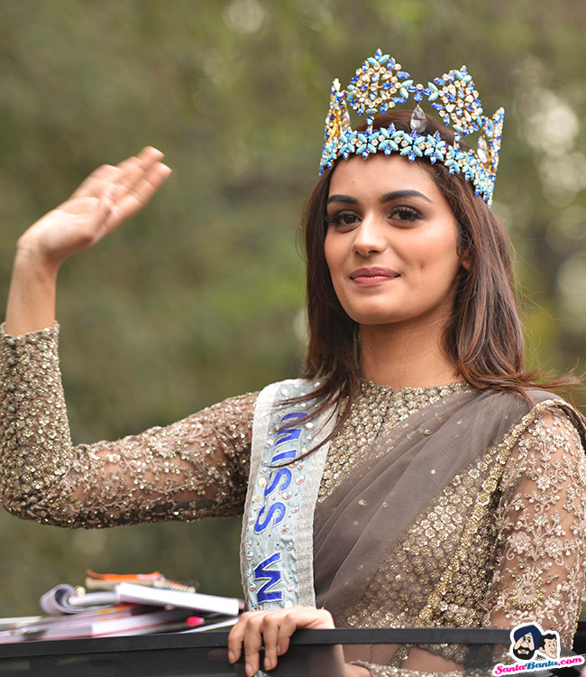 The Official Thread of Miss World 2017 ® Manushi Chhillar - India - Page 2 Manushi-chhillar-road-show-in-delhi-6