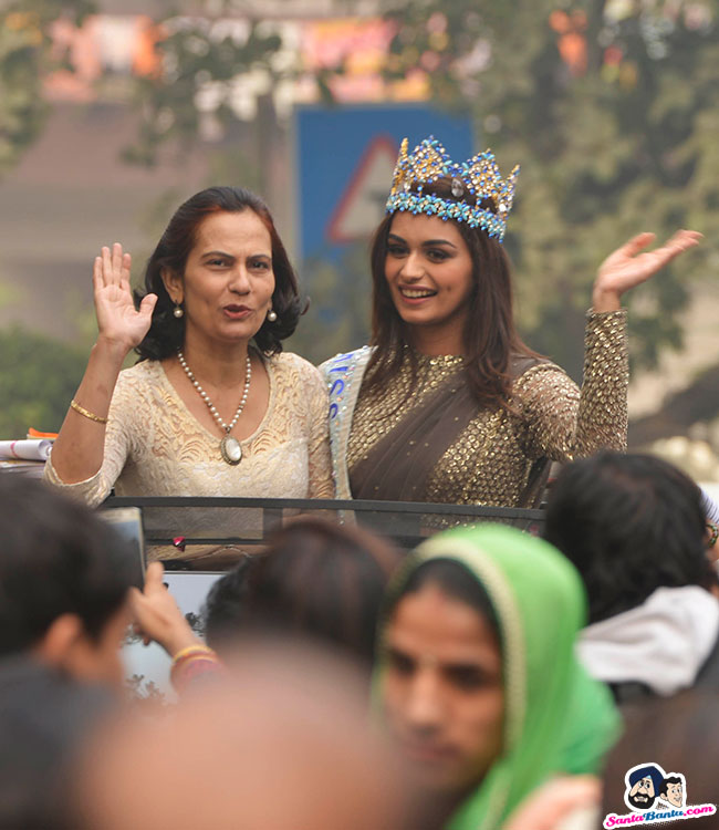 The Official Thread of Miss World 2017 ® Manushi Chhillar - India - Page 2 Manushi-chhillar-road-show-in-delhi-9