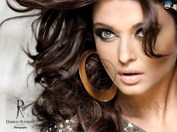 Aishwarya Rai Bachchan - Stránka 11 Aishwarya-Rai-Dabboo-Ratnani-Calendar-2012