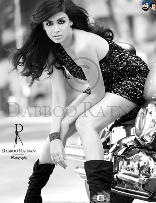 Genelia D'Souza - Stránka 3 Genelia-Dabboo-Ratnani-Calendar-2012