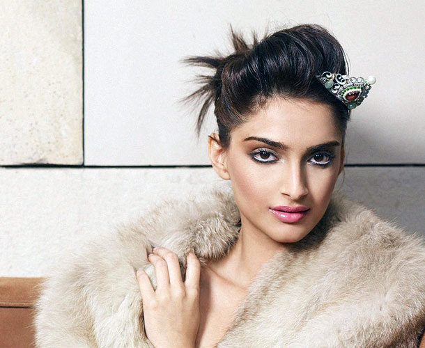 Five hotties we wish would spill the beans on their relationship status Sonam125