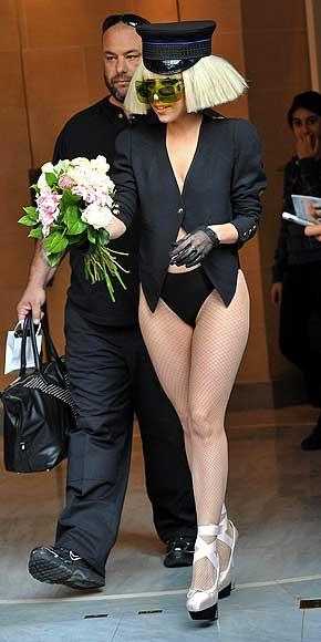 [25/01/2010]Lady GaGa: Tự biết mình rất quyến rũ! Lady-gaga-17