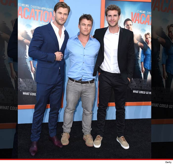 ¿Cuánto mide Liam Hemsworth? - Altura - Real height 0728-hemsworth-brothers-getty-4