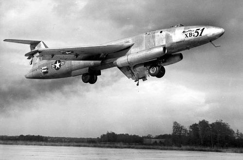 Des avions insolites . Martin_XB-51dim
