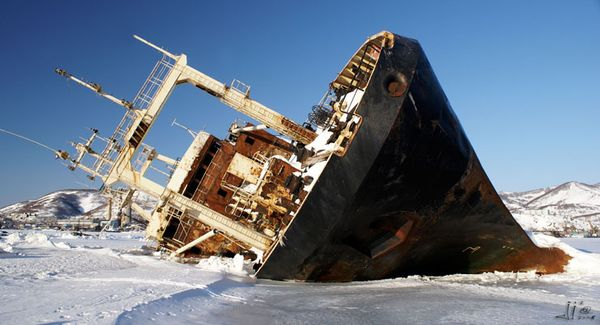Top 25 des plus belles photos d'épaves de bateaux à travers le monde Frozen-ship-Arctic-Russia_resultat