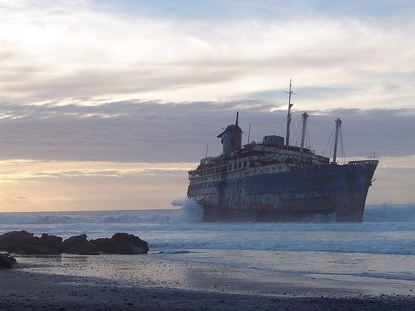 Top 25 des plus belles photos d'épaves de bateaux à travers le monde SS-America-shipwreck-wrecked_resultat