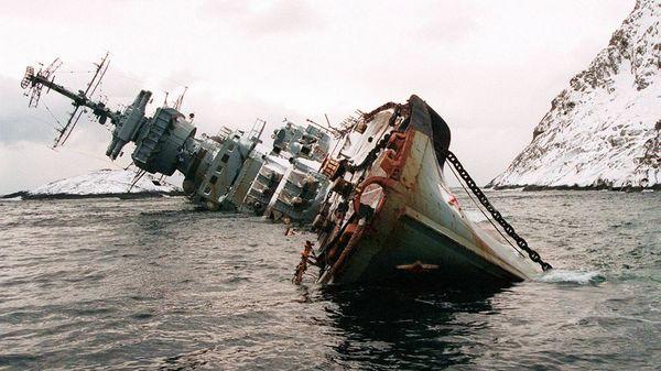 Top 25 des plus belles photos d'épaves de bateaux à travers le monde Soviet-Cruiser-Murmansk_resultat