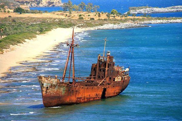 Top 25 des plus belles photos d'épaves de bateaux à travers le monde Shipwreck-10_resultat
