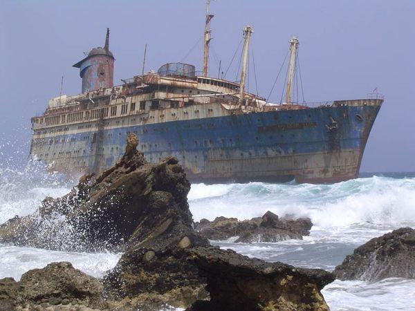Top 25 des plus belles photos d'épaves de bateaux à travers le monde Shipwreck-6_resultat