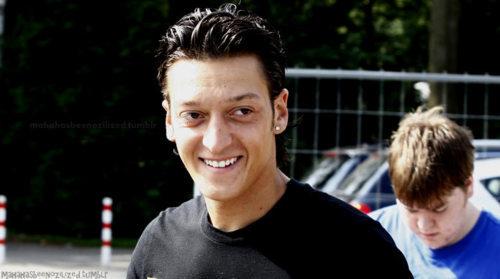Mesut Ozil. Tumblr_lcglqhEZQp1qd34mf