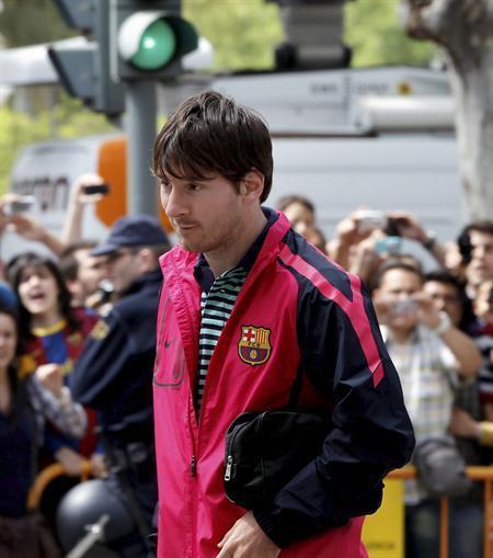 الجماهير تستقبل الفريق الكاتلوني بعد وصوله لفالنسيا لخوض نهائي الكأس ضد ريال مدريد Tumblr_ljyb5tStR61qd211c