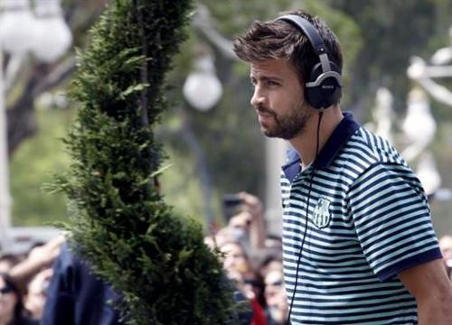 الجماهير تستقبل الفريق الكاتلوني بعد وصوله لفالنسيا لخوض نهائي الكأس ضد ريال مدريد Tumblr_ljyb5yyKqH1qd211c