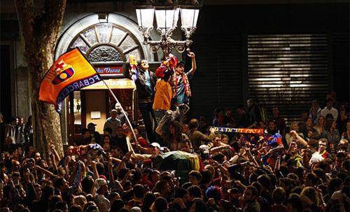 """الاحتفالات تغمر شوارع كتالونيا للوصول للنهائي""""صور""""  Tumblr_lkn86eQ0Nz1qbvw1a"""