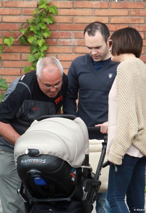 """الاندريس يخرج مع عائلته بنزهة """"صور"""" Tumblr_lks5v2jAAC1qg09ig"""