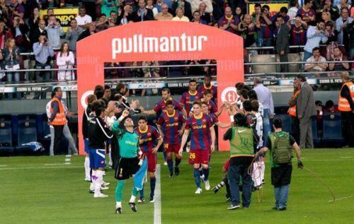 """القائدان يرفعان كأس الليغا وتتويج مميز للكتلان""""صور""""  Tumblr_ll95trGhfM1qd211c"""