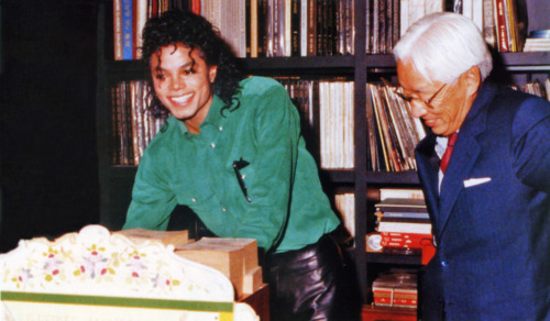 Raridades: Somente fotos RARAS de Michael Jackson. Tumblr_lomynvKre71qg67is